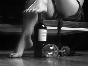 SASHA-black-and-white-photography-drinks-Wines-Beds-Senual-Items-drink-sexy-tags-Klasse-Wine-Glasses-wino-Suzies-alcohol_large