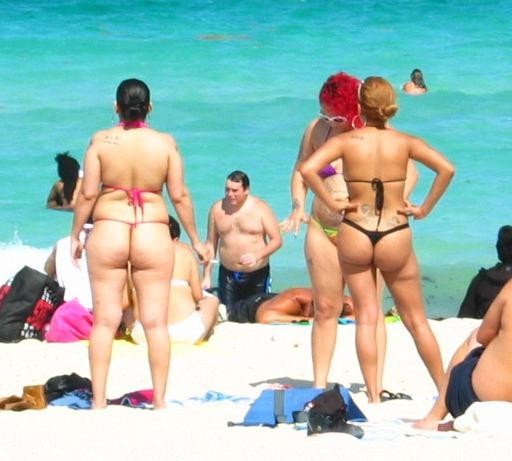 Le chic à la plage ou la meilleure façon de faire converser vos fesses ensemble.
